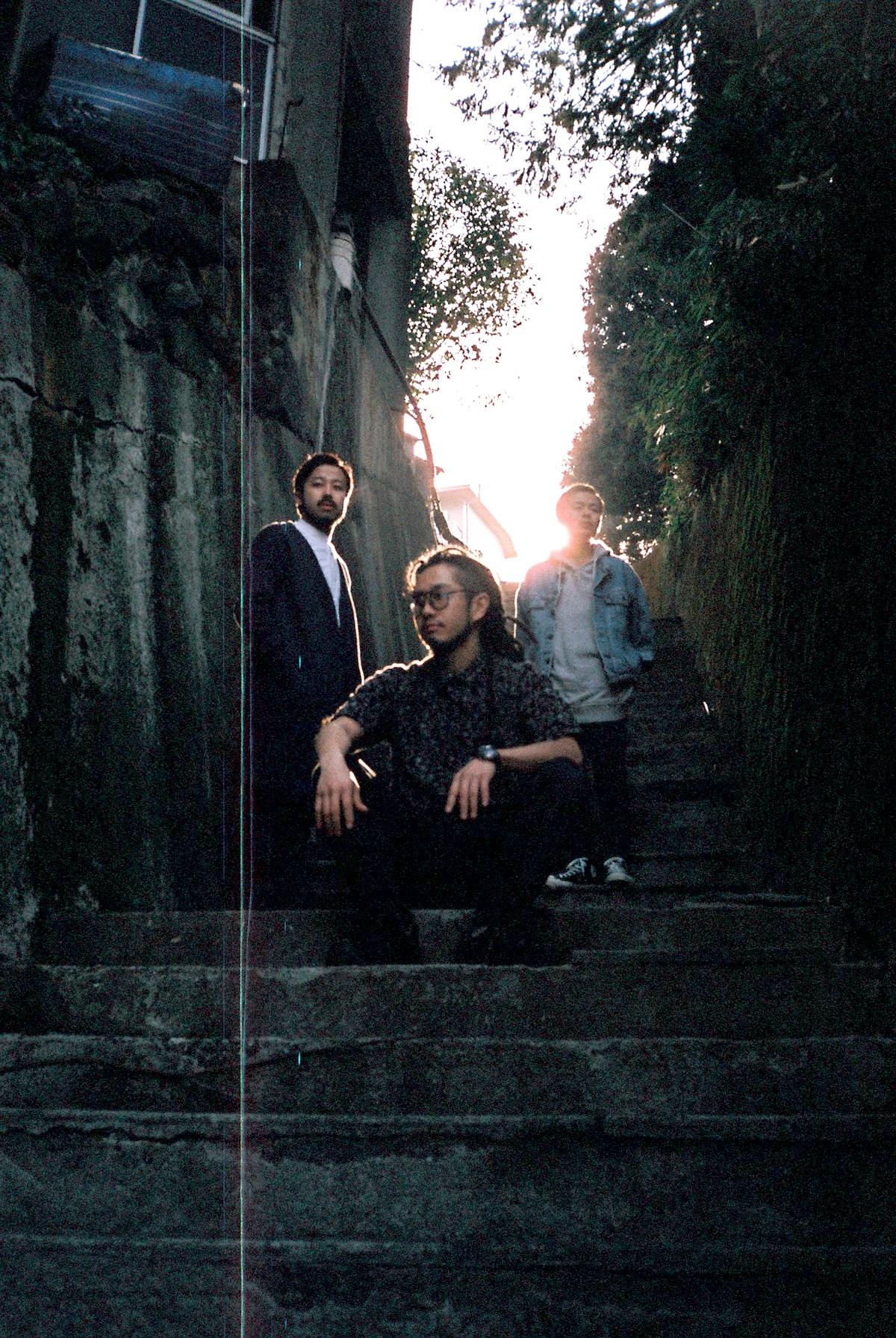 L→R Ryu(Piano&Vo)、Jackson(Dr&Cho)、Tsuru(Ba)