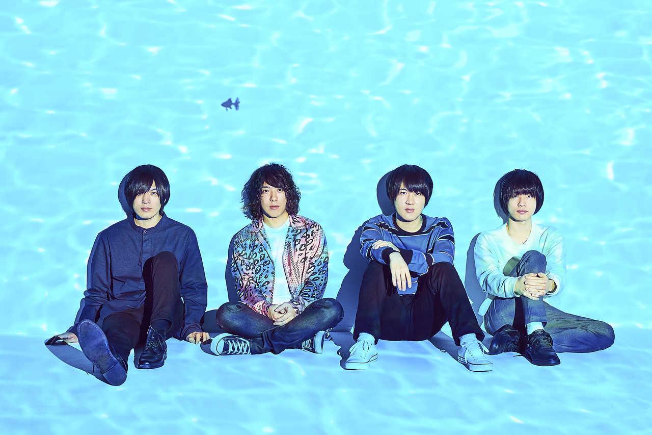 L→R 古賀隼斗 (Gu&Cho)、谷口 鮪(Vo&Gu)、小泉貴裕(Dr)、飯田祐馬(Ba&Cho)