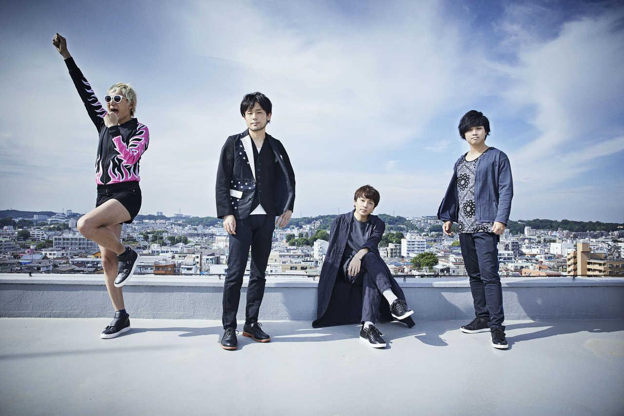 L→R たなしん(Ba&Cho)、渡邊幸一(Gu&Cho)、金廣真悟(Vo&Gu)、ペギ(Dr&Cho)