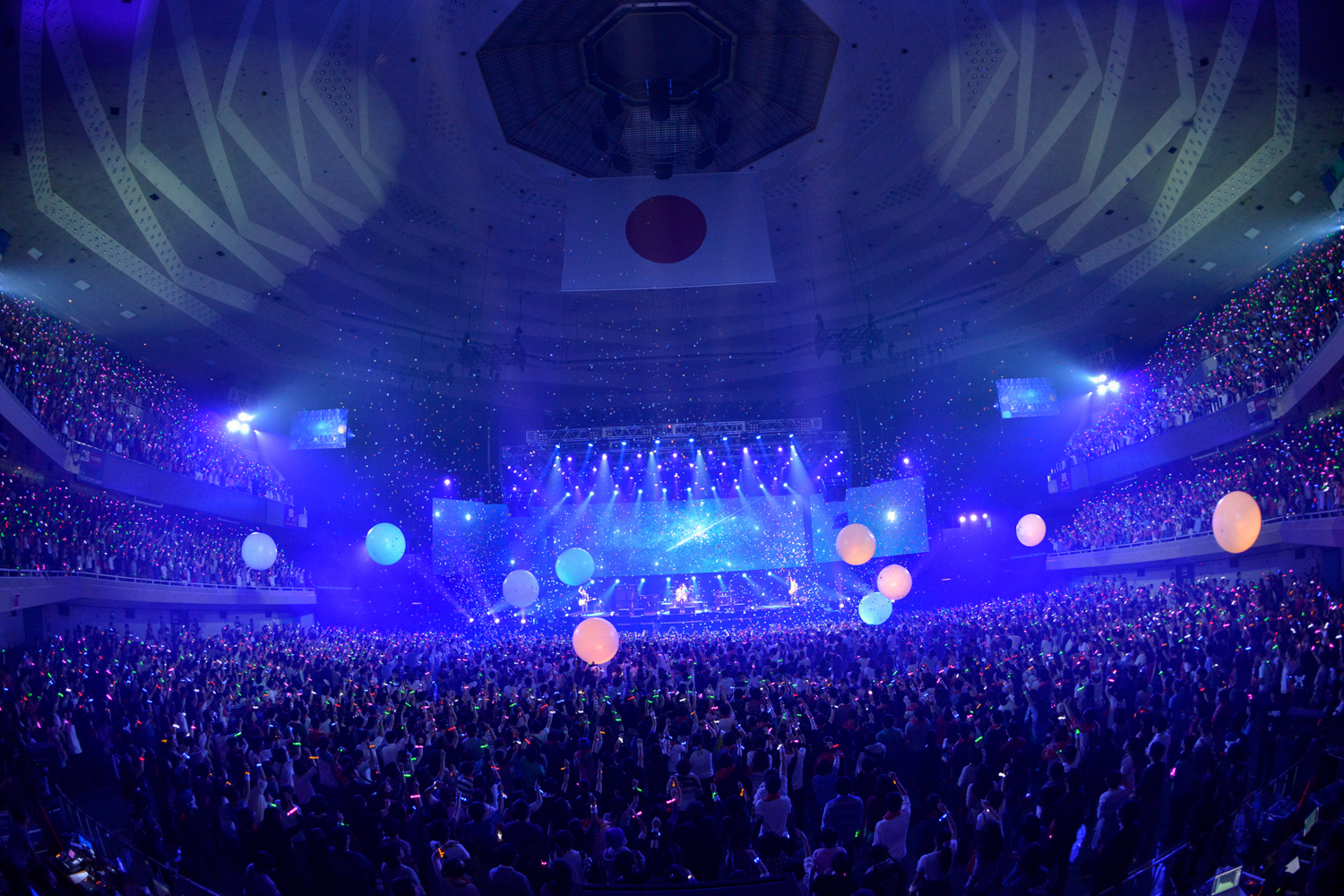 "BUMP OF CHICKEN 2013 TOUR ""WILLPOLIS""」 日本武道館公演 Photo by 古渓一道"