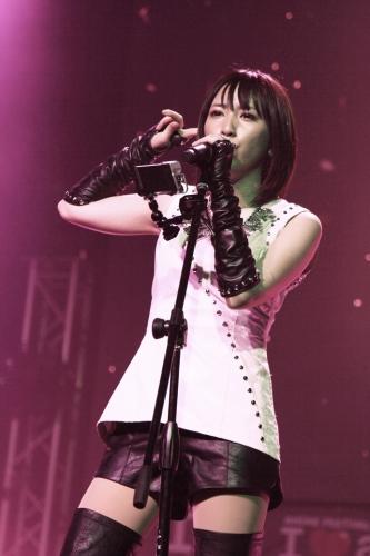 シンガポールでライブを披露した藍井エイル