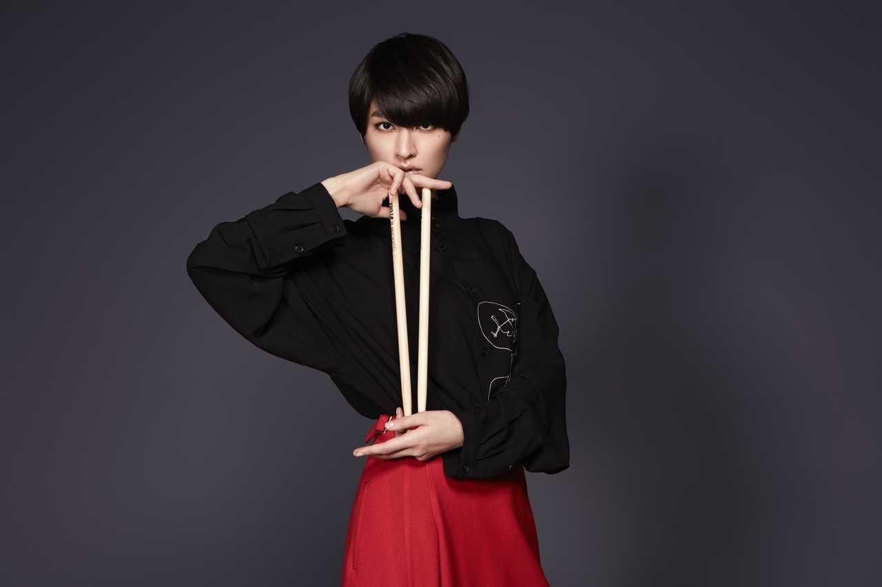 シシド・カフカ、アルバムリリース記念LINE LIVEオンエア!YOHJI YAMAMOTO+NOIRとのコラボ商品の予約開始