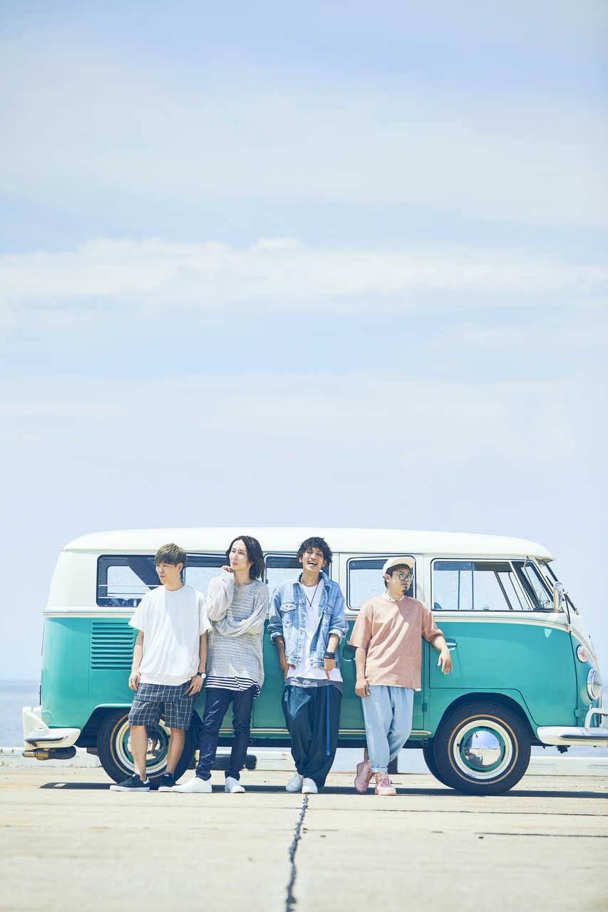 L→R LOVE大石(Dr)、ikoma(Gu&Cho)、PON(Vo&Gu)、たく(Ba)