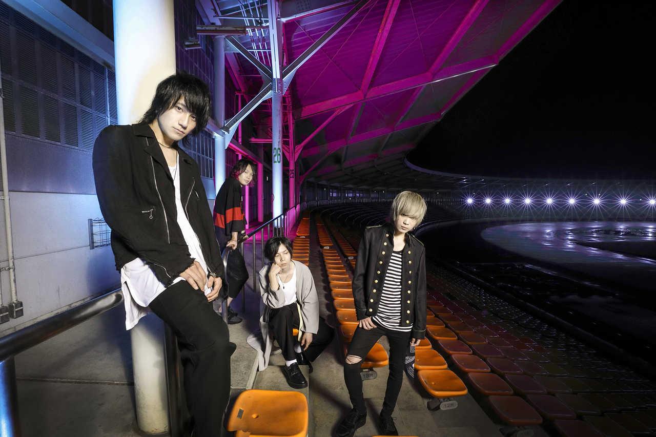 L→R 片桐 航(Vo&Gu)、KANDAI(Dr)、kazu(Ba)、ソラ(Gu)