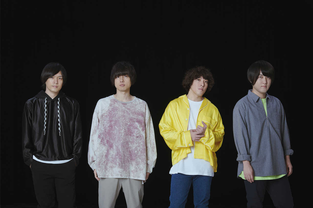 L→R 古賀隼斗(Gu&Cho)、飯田祐馬(Ba&Cho)、谷口 鮪(Vo&Gu)、小泉貴裕(Dr)