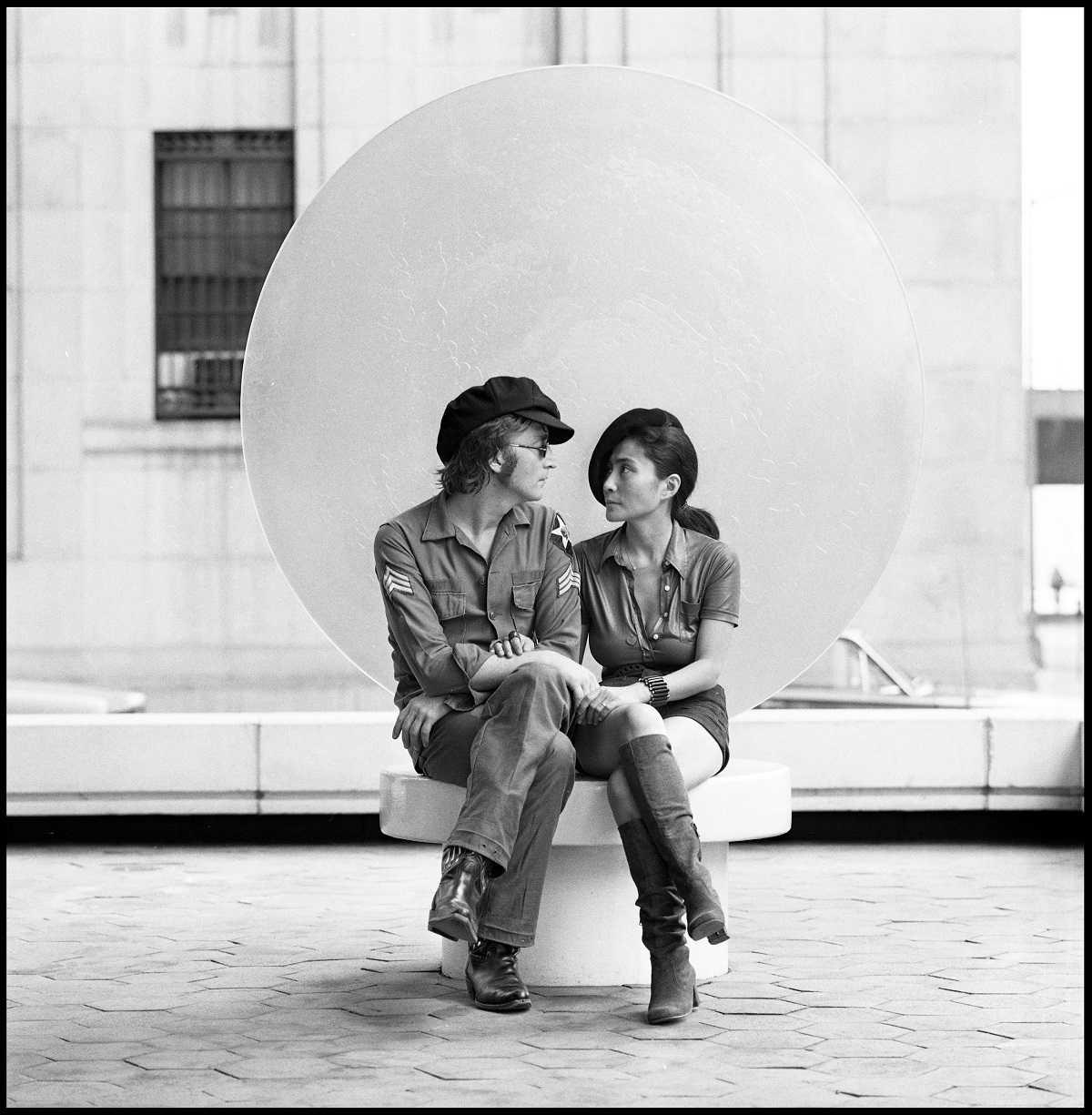 ジョン・レノン  photo by Iain Macmillan (c)Yoko Ono
