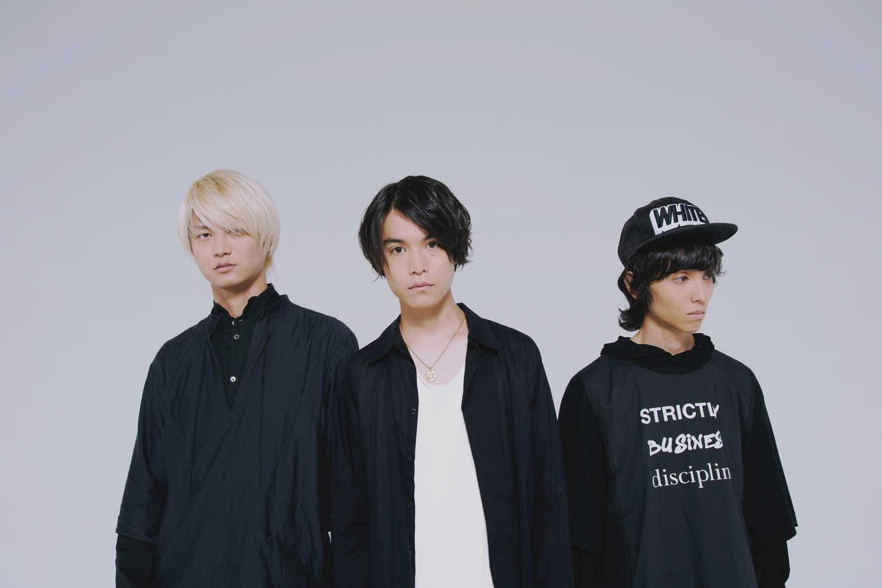 L→R 木田健太郎(Gu&Cho)、佐々木直人(Ba&Vo)、大野宏二朗(Dr)