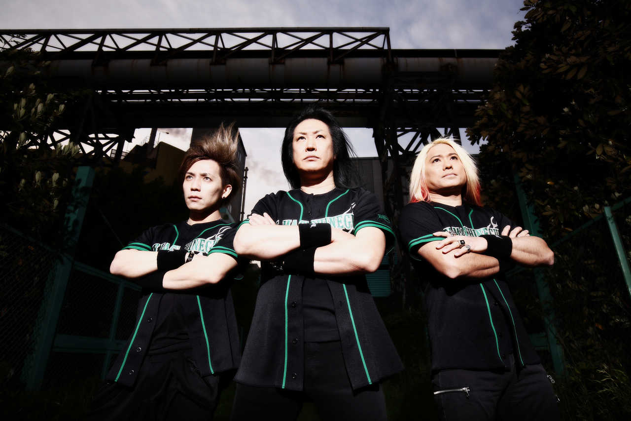 L→R SHINGO☆(Ba)、ANCHANG(Vo&Gu)、 LEON(Dr)