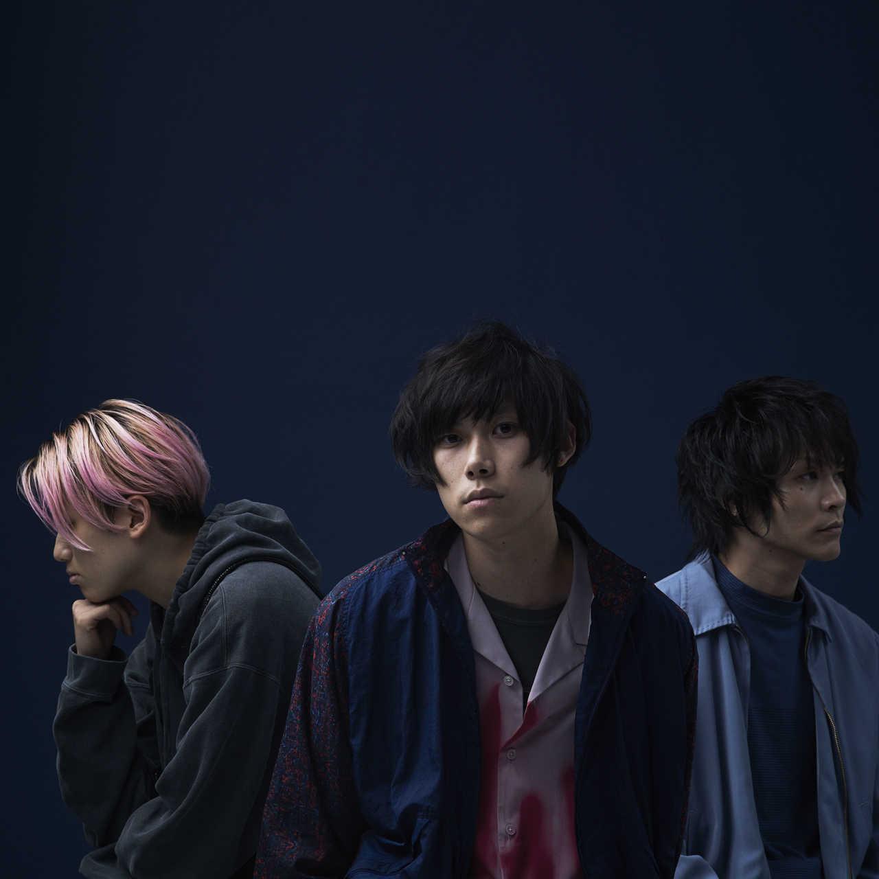L→R カミヤマ リョウタツ(Ba)、エンドウ アンリ(Gu&Vo)、シミズ ヒロフミ(Dr)