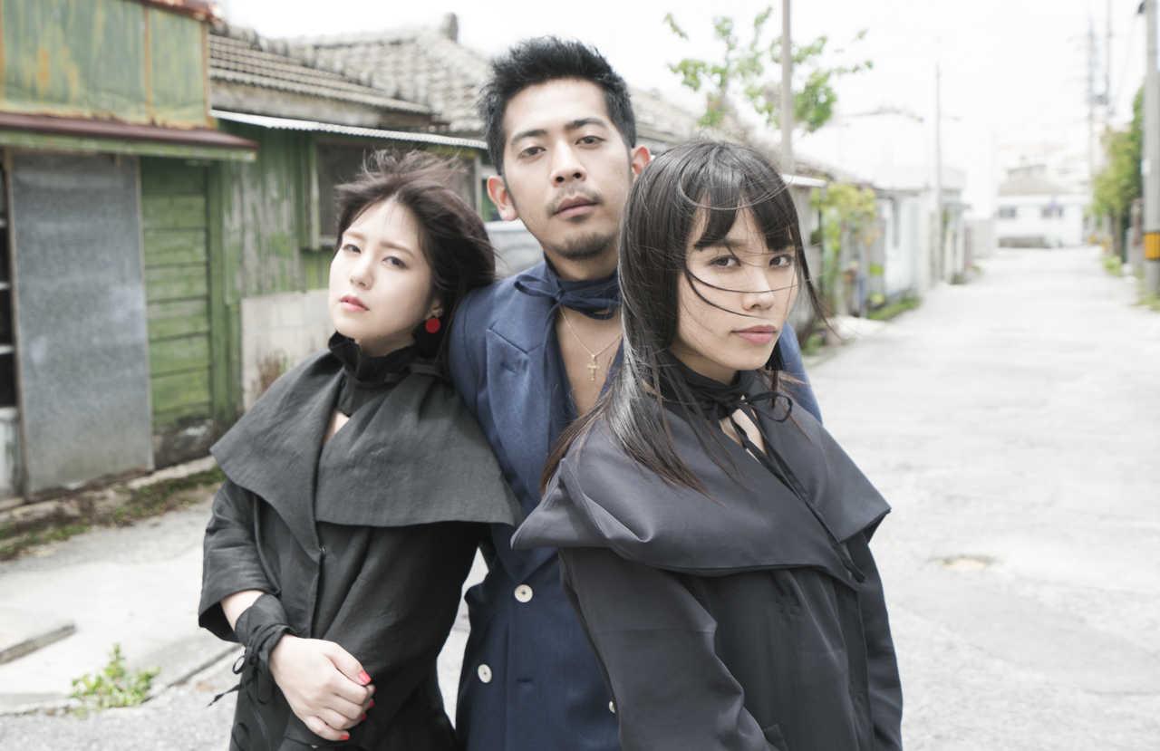 L→R NANAE(Vo)、KEITA(Ba)、MAIKO(Dr)