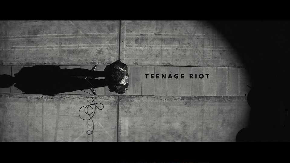 「TEENAGE RIOT」 Music Video