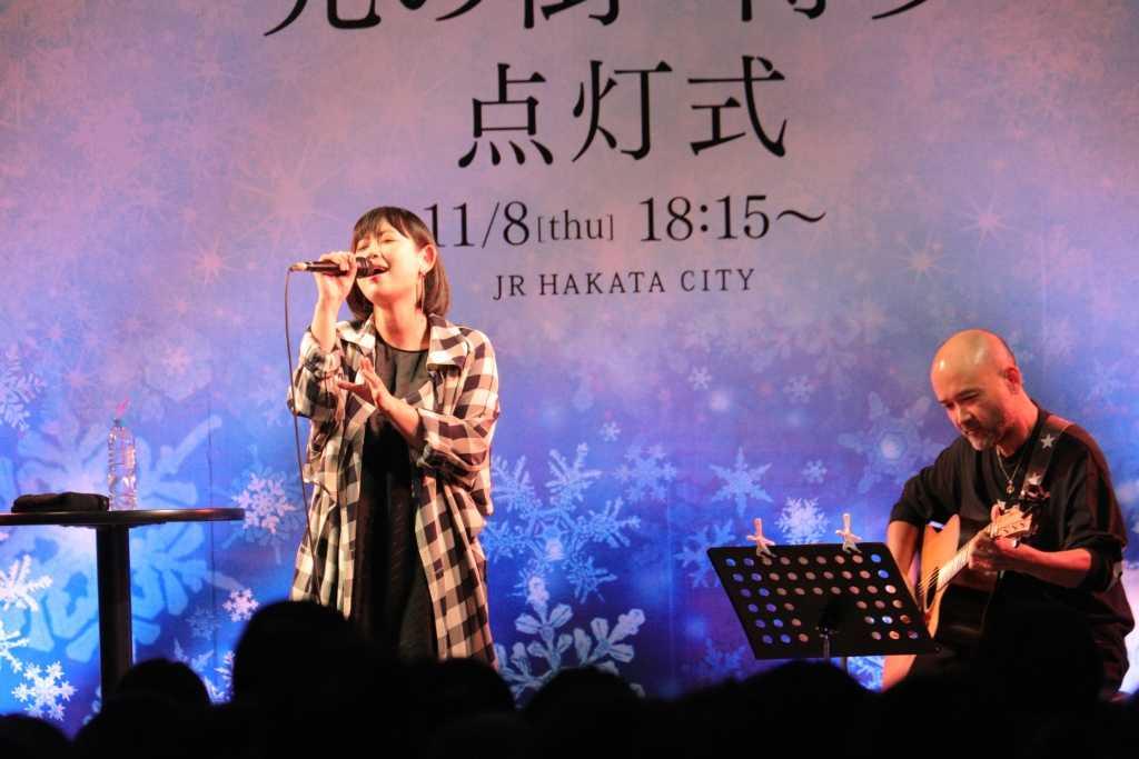絢香、クリスマスツリー点灯式で 新曲初披露!「絢香が選ぶ休日に聞きたい30曲」も公開