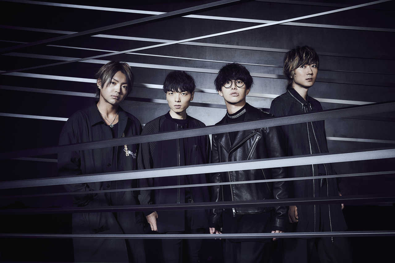L→R 辻村勇太(Ba)、高村佳秀(Dr)、田邊駿一(Vo&Gu)、江口雄也(Gu)