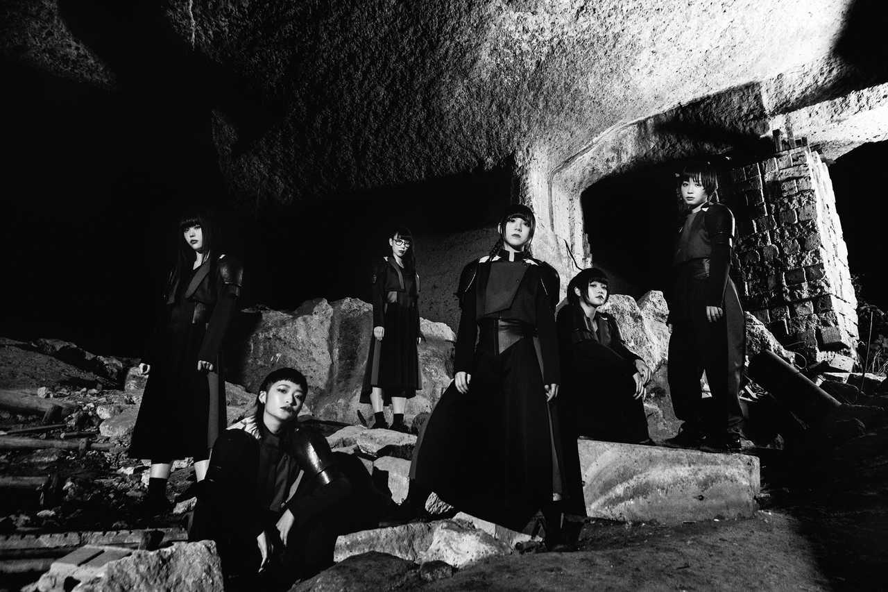 L→R アイナ・ジ・エンド、リンリン、ハシヤスメ・アツコ、アユニ・D、セントチヒロ・チッチ、モモコグミカンパニー