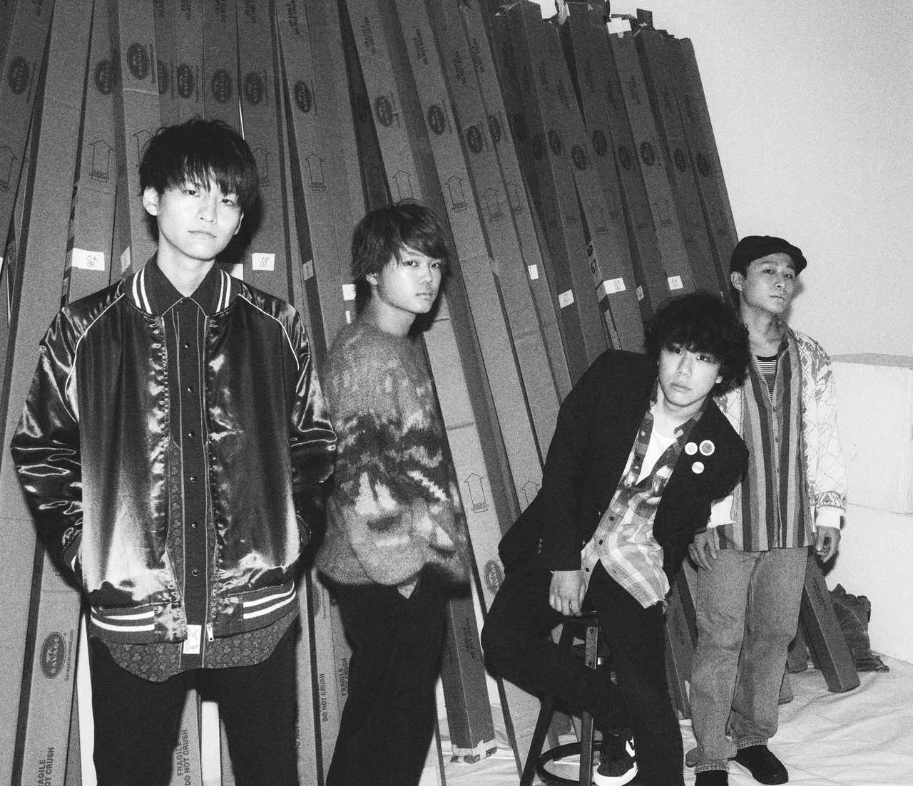 L→R 小川真司 (Gu&Cho)、白山治輝(Ba&Cho)、森 良太(Vo&Gu)、田中駿汰(Dr&Cho)