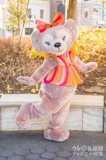 東京ディズニーリゾート35周年を記念したコスチュームを着たシェリーメイ ©Disney