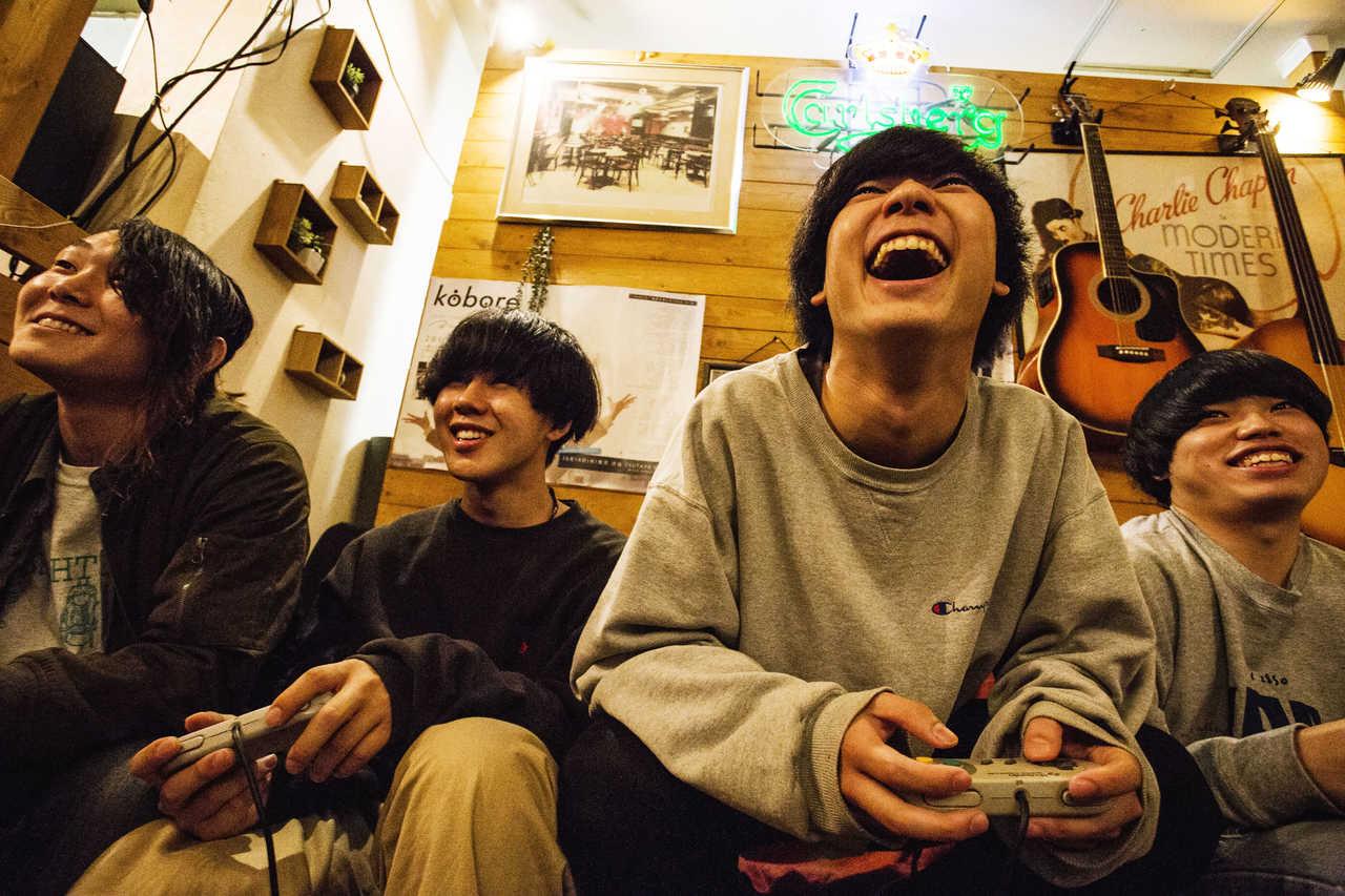 L→R 安藤太一(Gu&Cho)、田中そら(Ba)、佐藤 赳(Gu&Vo)、伊藤克起(Dr)