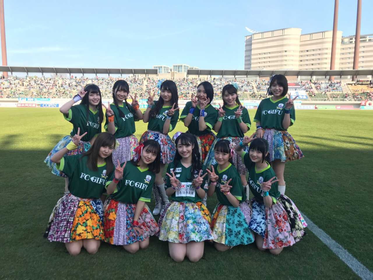SUPER☆GiRLS(スパガ)、7,000人の前で『FC岐阜』勝利のためのスペシャルスタジアムLIVEを実施!