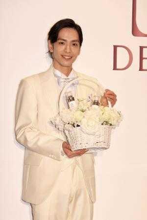 DEWブライトニング美白「プレ花嫁」キャンペーンサポーターに就任した黒羽麻璃央