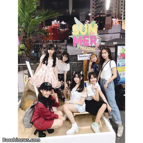 写真:タイのデパート・イベントにて/Siam☆Dream(最後方中央が筆者)