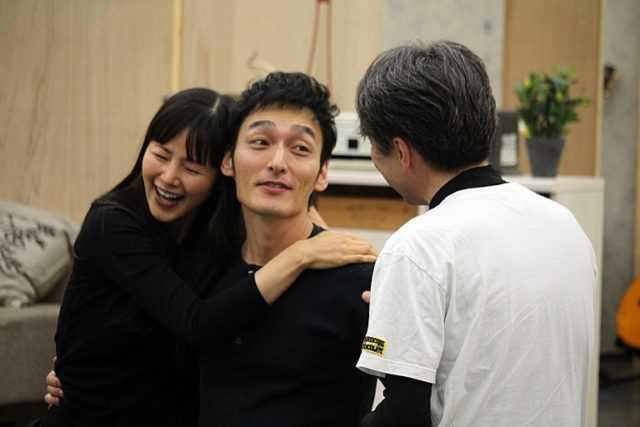 稽古の様子を公開した(左から)小西真奈美、草なぎ剛、池田成志
