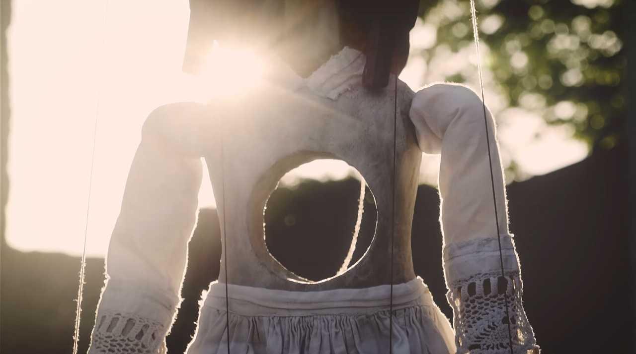 「心に穴が空いた」MV