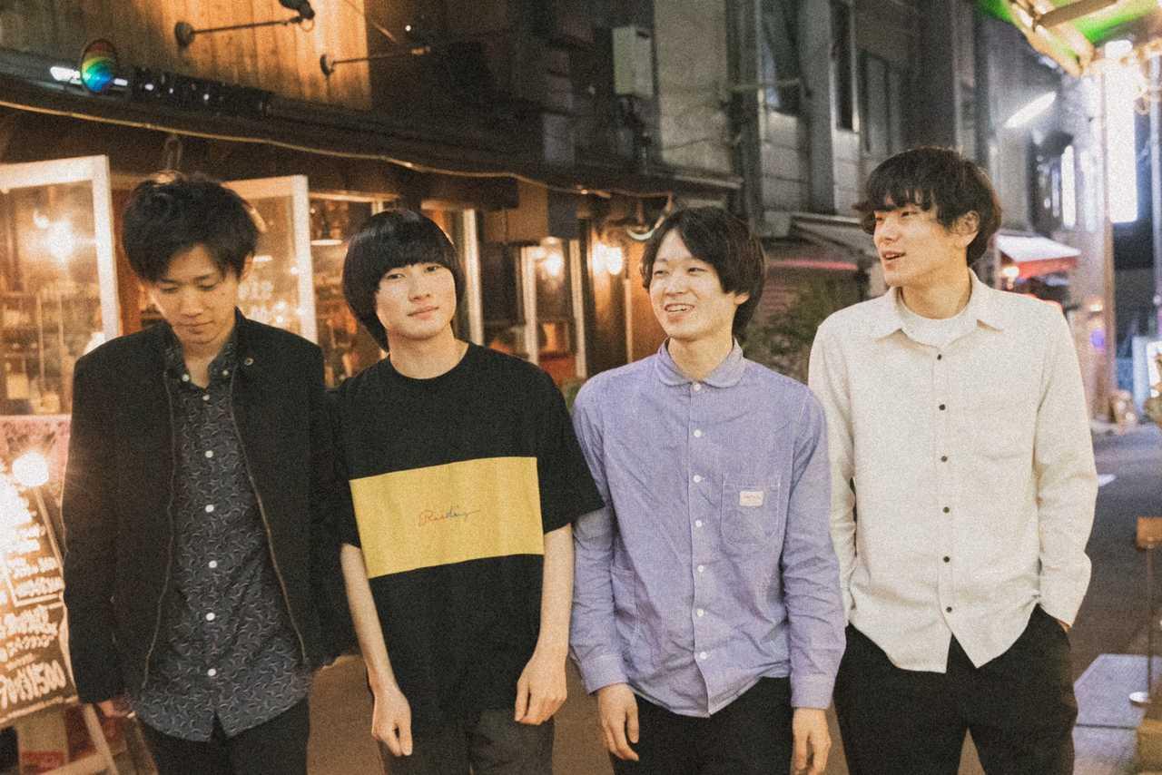 L→R 山崎一樹(Dr)、AKI(Vo&Gu)、萩谷尚也(Ba)、大橋ユウト(Key)