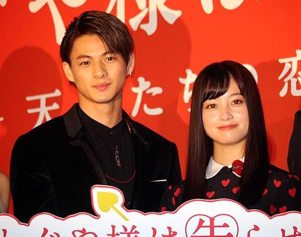 平野紫耀(左)と橋本環奈