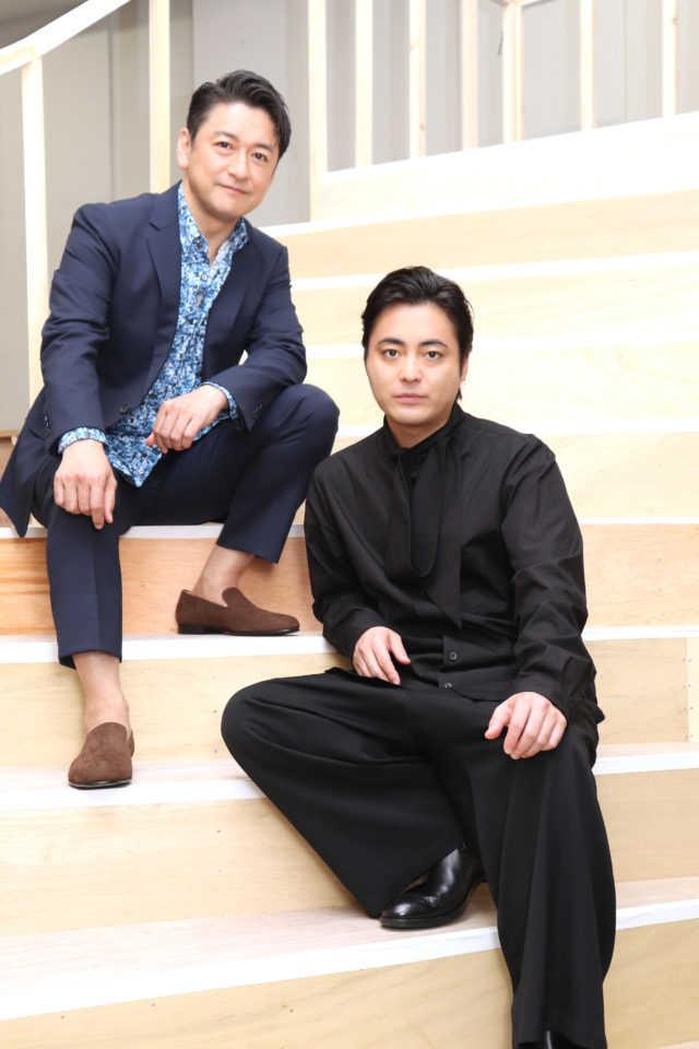 ローレンス・ジェイムソン役の石丸幹二(左)とフレディ・ベンソン役の山田孝之