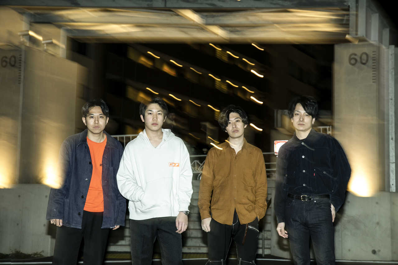 L→R JACKSON kaki(Dr)、高谷瞳二(Vo&Gu)、石岡和樹(Gu)、河野翔太(Ba)