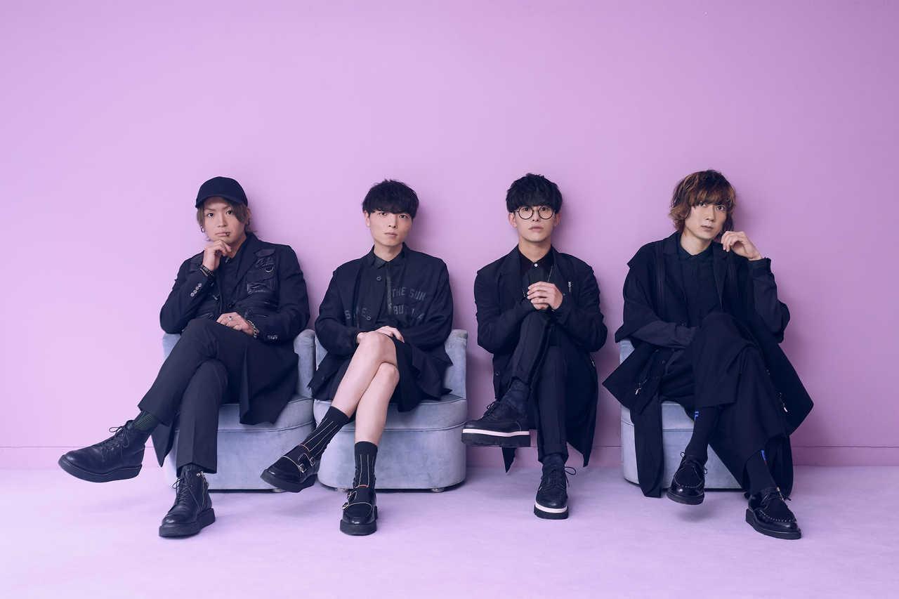 L→R 辻村勇太(Ba)、高村佳秀(Dr)、田邊駿一(Vo&Gu)、 江口雄也(Gu)