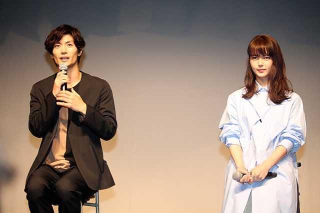 三浦春馬(左)と多部未華子