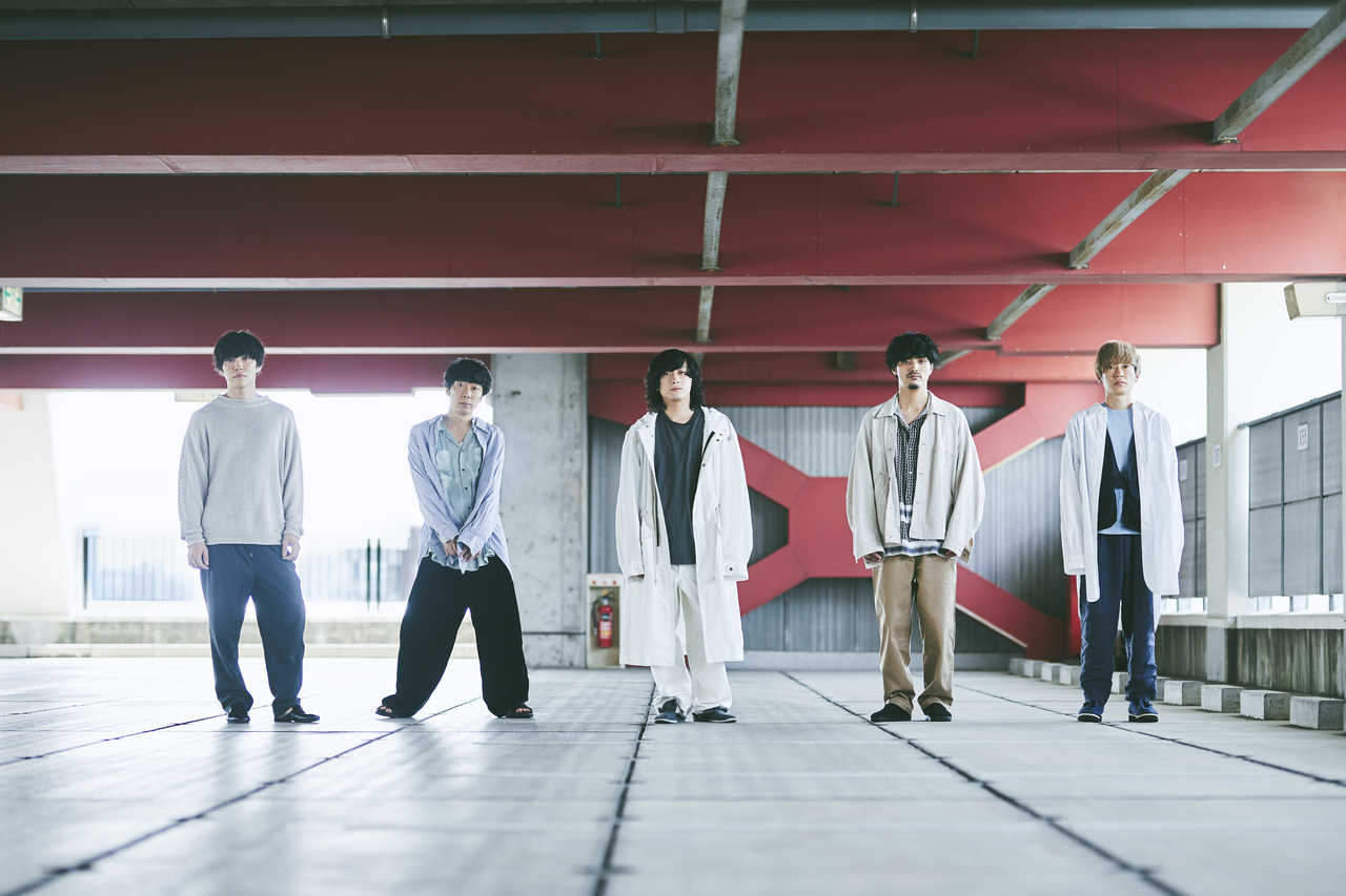 L→R 宇佐美友啓(Ba)、伊丸岡亮太(Gu)、千野隆尋(Vo)、高橋 誠(Dr)、岡﨑広平(Gu)