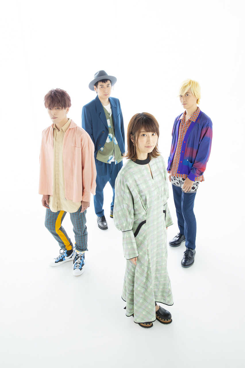 L→R 将(Ba)、斉藤広幸(Dr)、アッカ(Vo)、小松慶太朗(Gu)