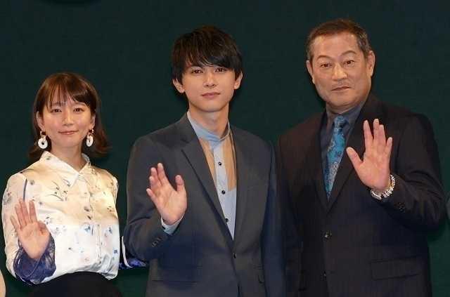 舞台挨拶に立った吉沢亮、吉岡里帆、 松平健