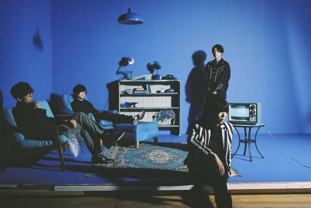 写真左より時計回り、後鳥亮介(Ba)、長田カーティス(Gu)、佐藤栄太郎(Dr)、川谷絵音(Vo&Gu)