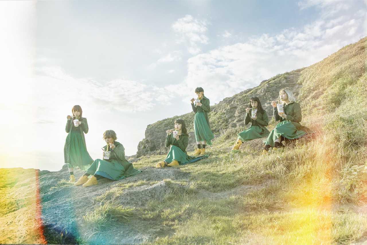 BiSH、アイナ作曲モモコ作詞による新曲「リズム」のMV&新アートワーク公開!