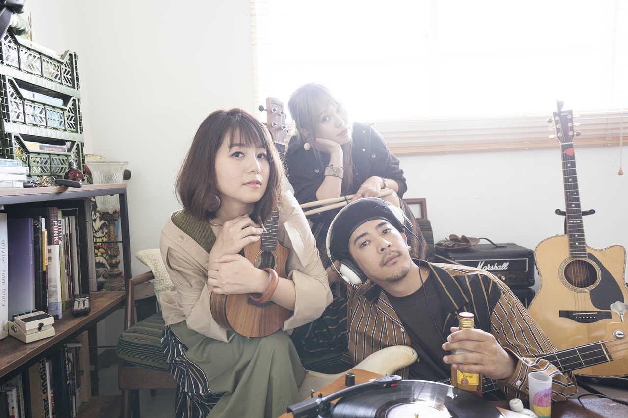 L→R NANAE(Vo)、MAIKO(Dr)、KEITA(Ba)