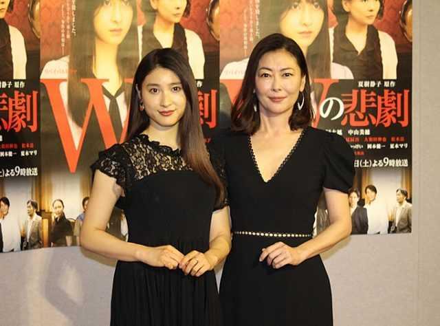 土屋太鳳(左)と中山美穂
