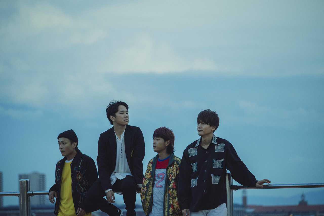 L→R 田中駿汰(Dr&Cho)、森 良太(Vo&Gu)、白山治輝(Ba&Cho)、小川真司(Gu&Cho)