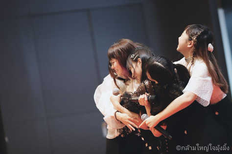 Siam☆Dreamメンバーによる、イメージ写真(画面中心が筆者)