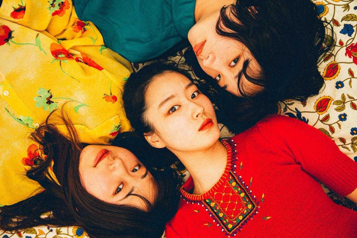 L→R はな(Ba&Cho)、リコ(Vo&Gu)、ぺっぺ(Gu&Cho)