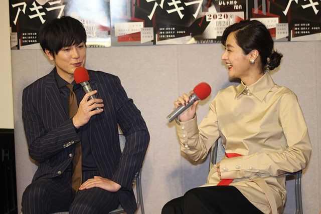 間宮祥太朗(左)とシシド・カフカ