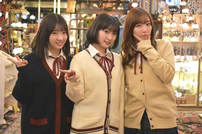 『ハロプロ!TOKYO 散歩』「谷中編」より。(左から)山岸理子、宮本佳林、譜久村聖