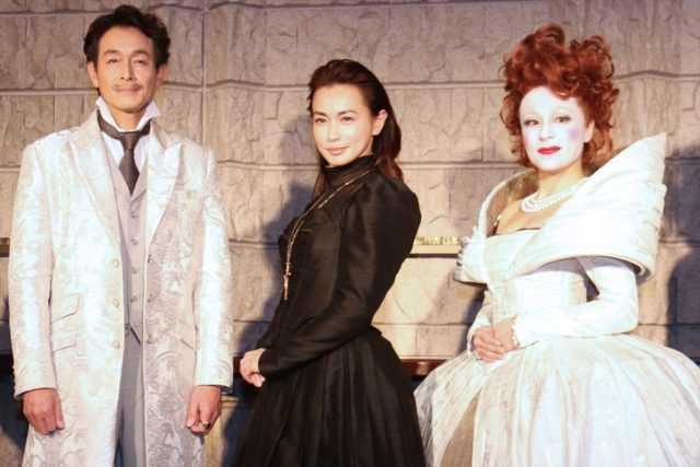 (左から)吉田栄作、長谷川京子、シルビア・グラブ