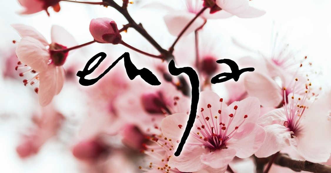 お花見は自宅でエンヤとご一緒に。世界を癒す歌姫がストリーミングALと春のBGM動画を公開!