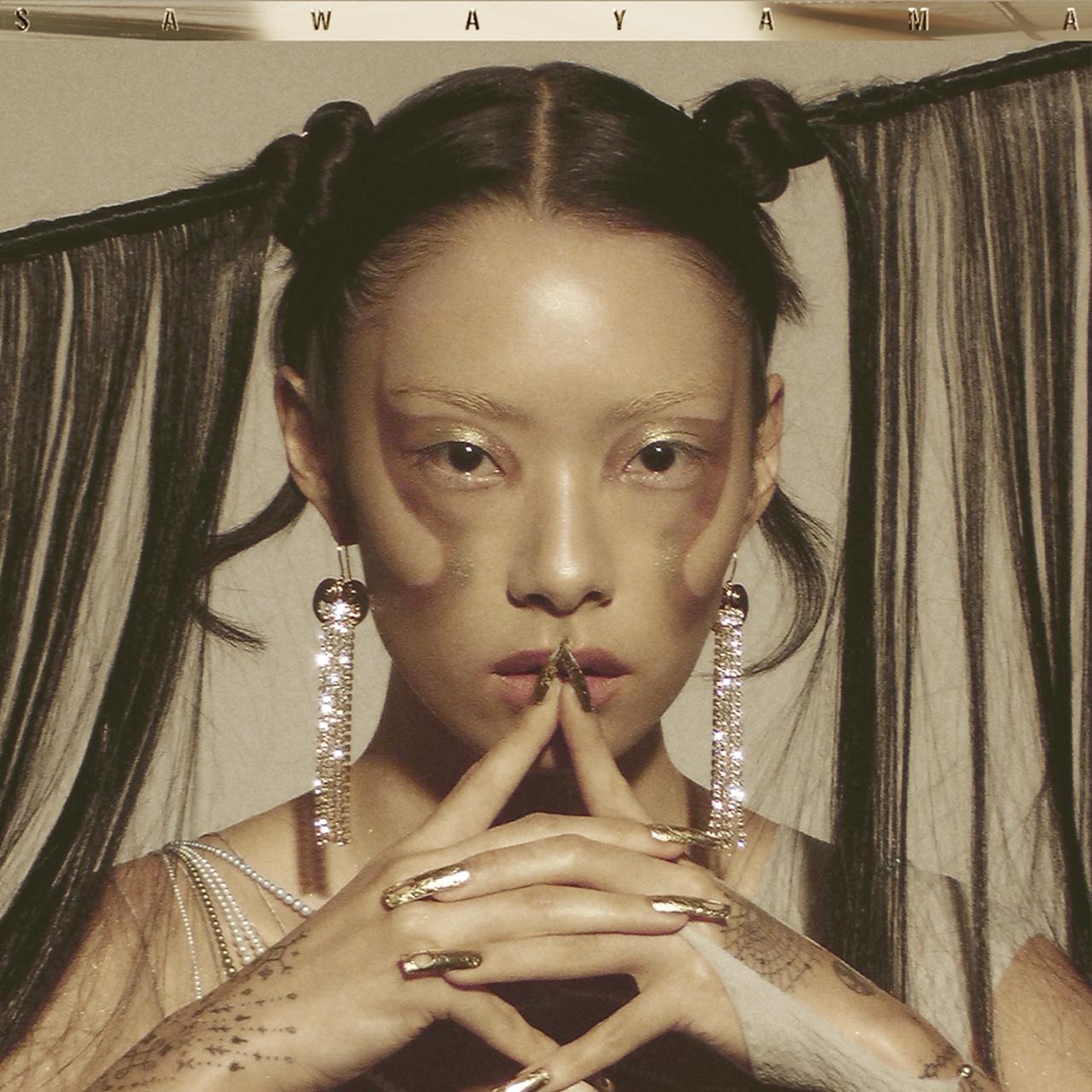 リナ・サワヤマが、さらにシングル「Bad Friend」をリリース!90年代カラオケ風のリリックビデオも公開!