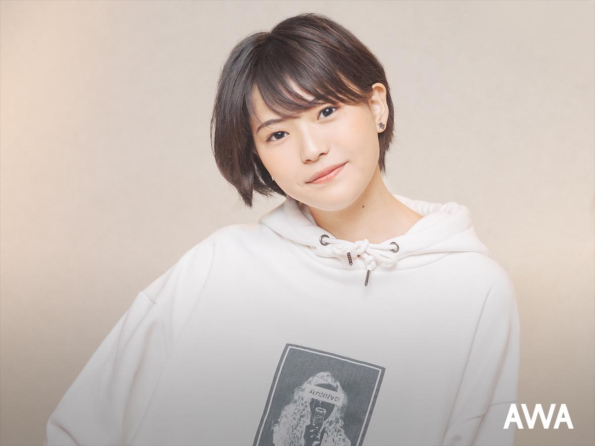 """現役女子高生シンガー・三阪咲が""""今、お家でも聴いて楽しんで欲しい曲""""のプレイリストを公開!"""