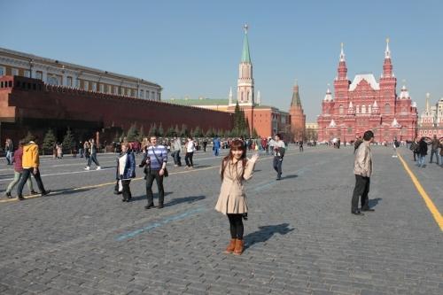 """ロシア・モスクワで開催された日本のポップカルチャーフェスティバル""""HINODE 2014""""にゲスト出演した彩音"""