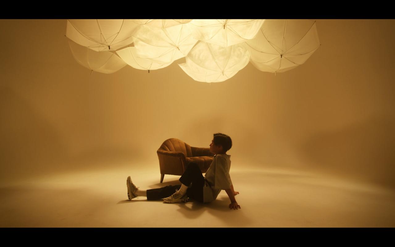 「EYES ON ME」MV
